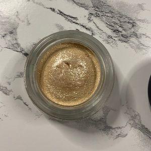 "Soft Serve Eyeshadow in ""Best Makeup"""